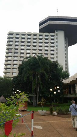 Hotel President: основное здание с панорамным рестораном