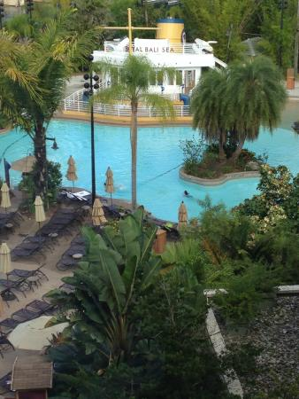 Loews Royal Pacific Resort at Universal Orlando: Pool as seen from our floor