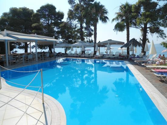 Orion Hotel: Pool med udsigt ud til havet