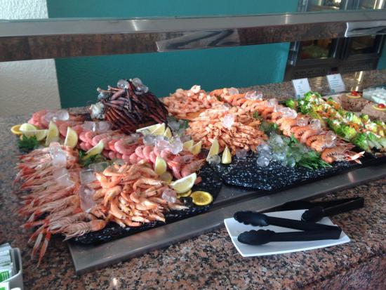 Sol Beach House Menorca : The prawn selection