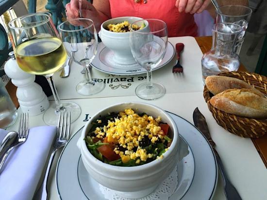 Pavillon du Lac : Surprise salad while we were waiting