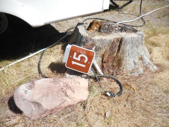 Elk Creek Campground: Broken electrical box