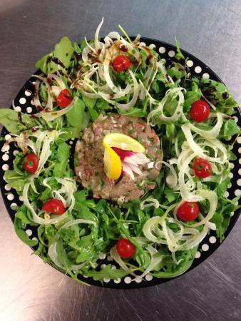 Les Acacias Bellevue: La vue magnifique, les plats délicieux