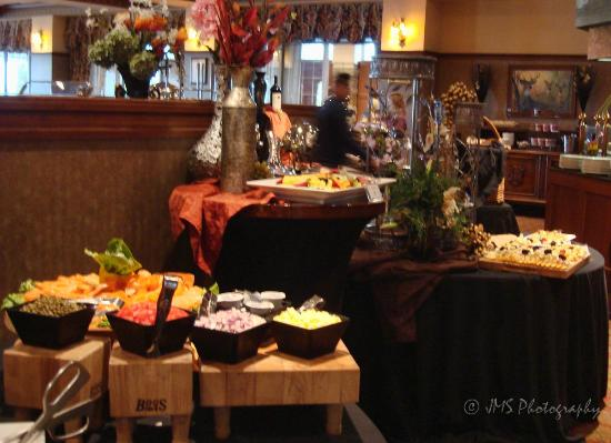 Chateau Grille: The Sunday brunch is wonderful - and not to be missed!