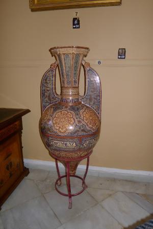 Archaeological Museum of Corfu: ваза