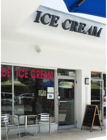 Razzleberry's Ice Cream: Razzleberry Ice Cream Parlor
