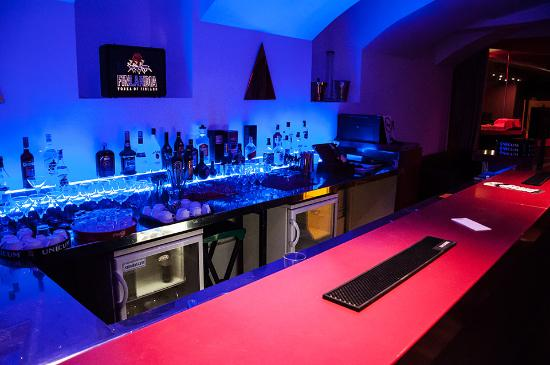 White House Club & Lounge