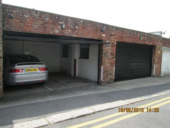 Number One Guest House: Use the garage at Number One