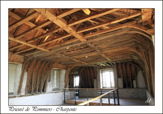prieur de pommiers charpente foto di chateau prieure. Black Bedroom Furniture Sets. Home Design Ideas