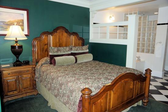 St. Brendan's Irish Inn: Bed area