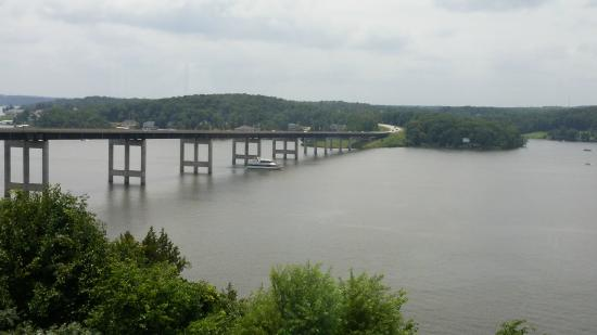 Baxter's Lakeside Grille: Our luncheon view of the Community Bridge