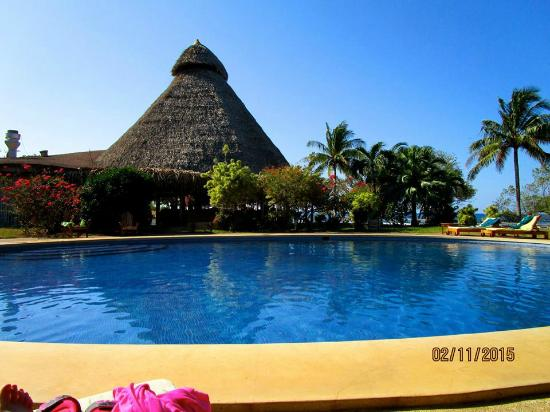 Hotel Playa Negra: Restaurant view from the pool...