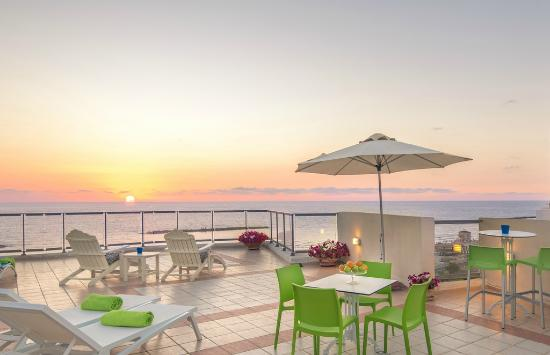The Maxim Hotel: Our Rooftop terrace at sunset