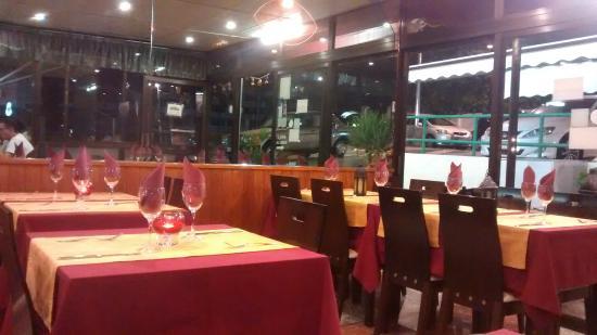 Restauranta Dayana : Inside tables