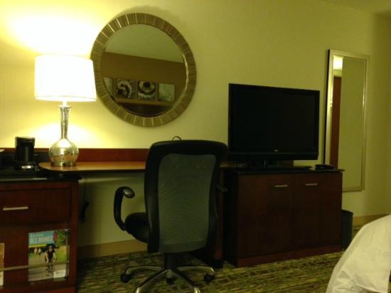 West Des Moines Marriott: desk, television in king room