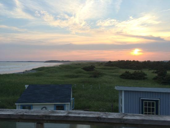 Moonlight Beach Suites: Nova Scotia sunset - lovely!