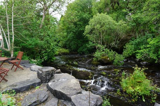 An Bruachan: Little river next to B&B