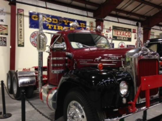 1963 mack b61 what a beauty picture of iowa 80 trucking museum