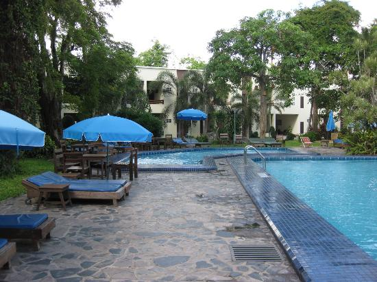 Garden Lodge: the children pool and the new wing