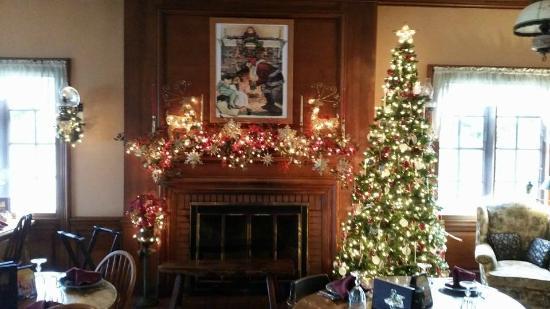 Trevor, WI: Christmas Mantle