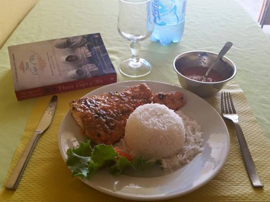 Canne a Sucre: Une assiette génereuse, un excellent rapport qualité-prix à Saint François
