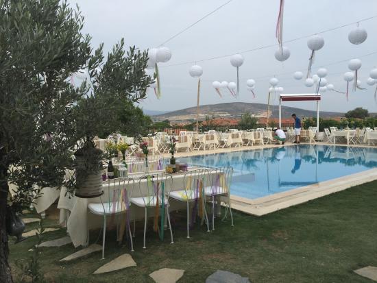 Balambaka Hotel: facing the pool