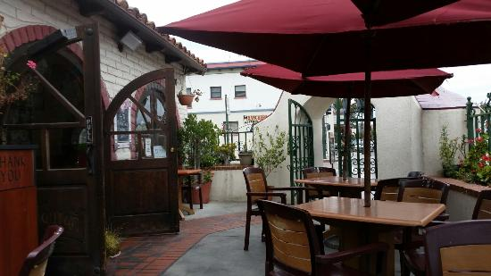 Santa Paula, Kalifornien: Great tortilla chips and patio