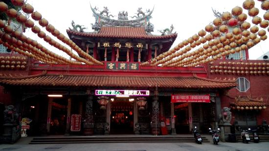 Xiluo, Yunlin: 立派な廟がありました。