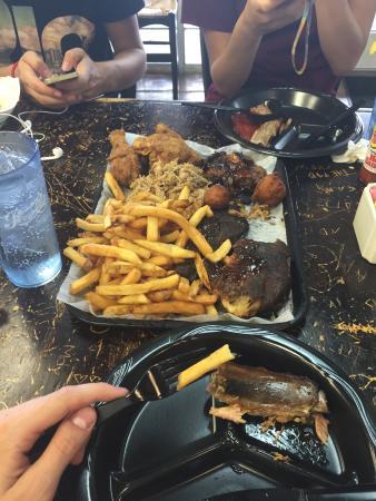 Sooey's BBQ : Nice dinner