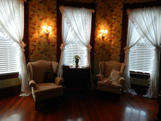 Rosemary Inn : Area to Relax in the Jackson Suite