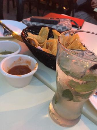Cocina Lucero: Chips and salsas with a mojito