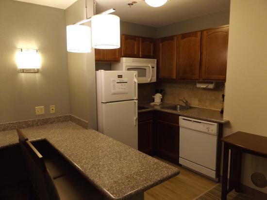 Homewood Suites by Hilton Jacksonville Deerwood Park : One Bedroom Suite-Kitchen