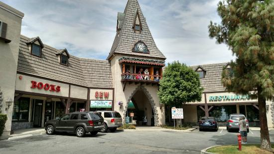 Calimesa, CA: Crown Village Clock Tower