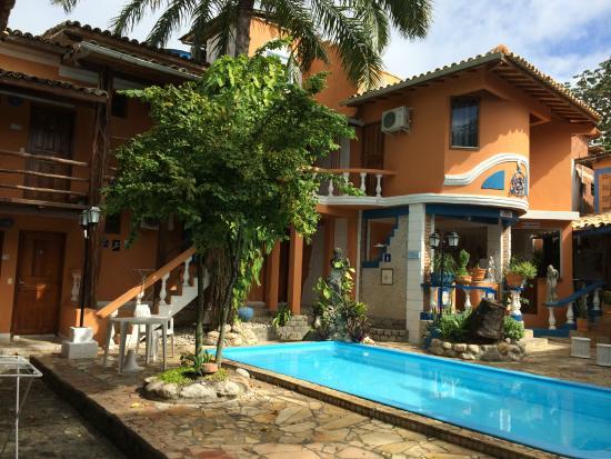 Arraial d'Ajuda Hostel: Piscina e cozinha coletiva