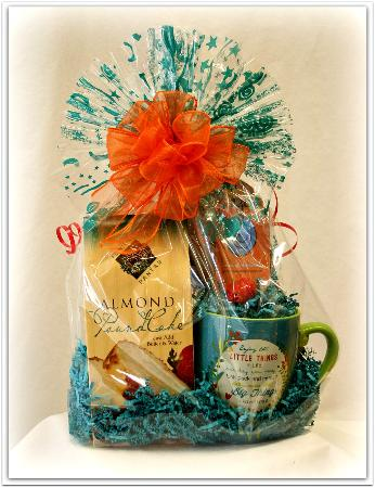 jasper gift basket and popcorn company almond peach pound cake basket and mug with coffee