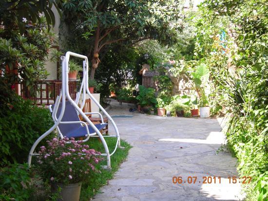 Unlu Hotel: Bahçe