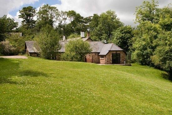 Three Gates Farm: Lovely quiet cottages in great setting.