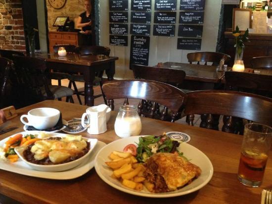 The Fox Inn: Our main courses - hotpot and lasagne. Bar area