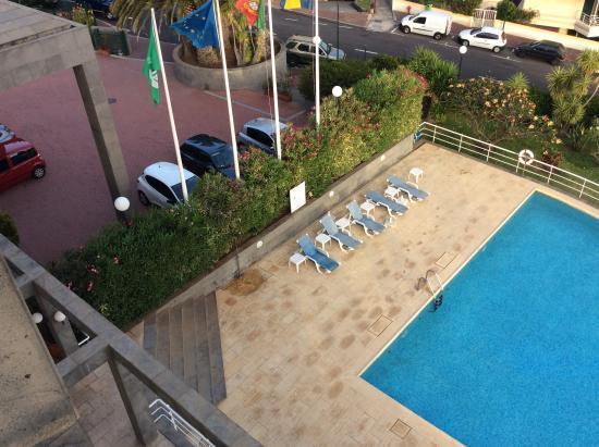Piscina y entrada al hotel foto van hotel escola for Entrada piscina