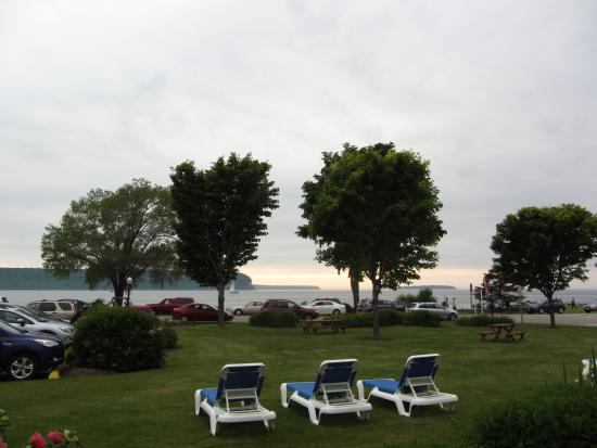 Ephraim Shores Resort: The view from our room. We got there the day they were having fyr bal. That's why there were mor