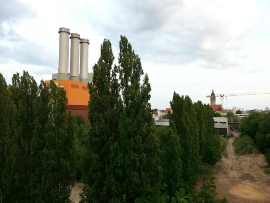 ECONTEL HOTEL Berlin Charlottenburg : View from 5th floor room toward Quedlinburger Strasse