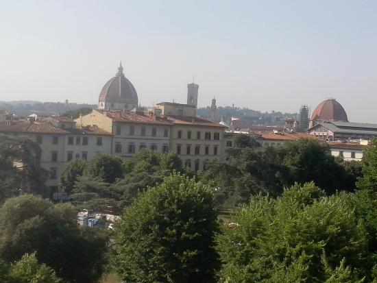 Hotel Andrea: Piazza Independenza and panorama on Florence