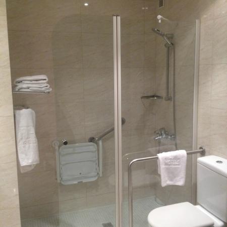 NH Avenida Jerez: Bathroom