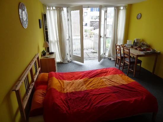Sleep at Amy's: View out on to terrace - yellow room