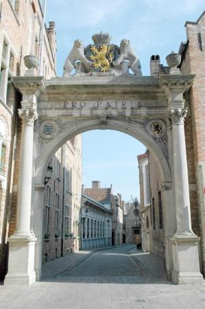 """Bruges Art Route: """"Praalboog"""""""