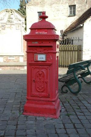 Bruges Art Route: an vintage post box