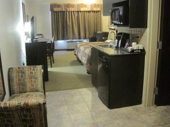 Ramada Pincher Creek: Room as you enter