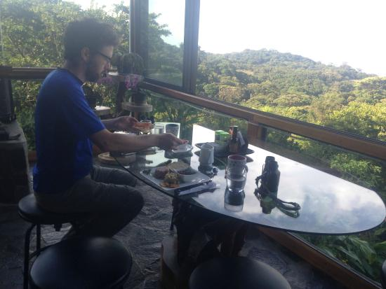 Hidden Canopy Treehouses Boutique Hotel: Breakfast with a view--in the main house.