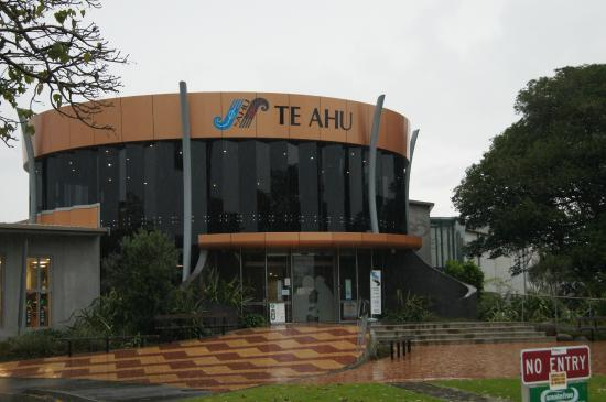 ‪Te Ahu Center‬