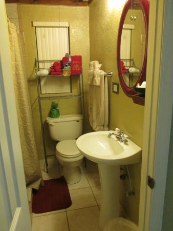 Inglis, FL: Cottage 6, bathroom